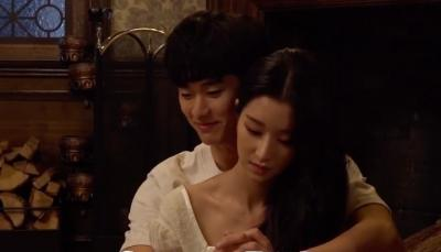 Kemesraan Kim Soo Hyun & Seo Ye Ji di Video Belakang Layar It's Okay To Not Be Okay