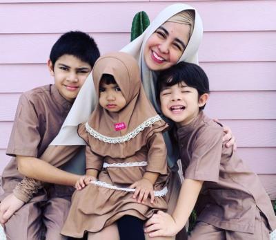 Risty Tagor hingga Donita, Ini Gaya Busana Mom Hijabers Bersama Keluarga