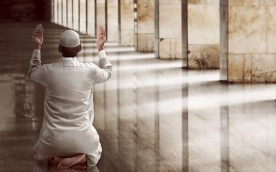 Termasuk Orang Terzolimi, Ini 3 Golongan Hamba yang Doanya Maqbul