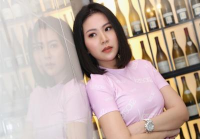 Kedatangan Selebgram Cantik Agnes Jennifer Bikin Heboh KPK