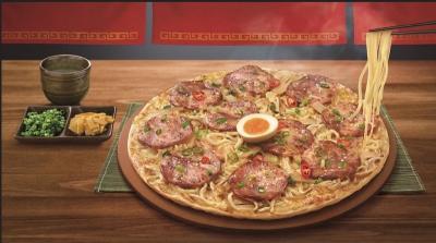 Heboh Pizza Bertopping Ramen, Mau Coba?
