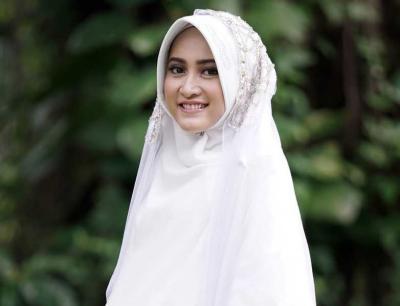 Cantik Islami, Ini 5 Inspirasi Gaya Busana Hijab ala Meyda Sefira