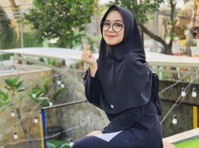 6 Inspirasi Fashion Hijab Sisterhood ala Ria Ricis