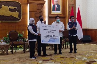 Atasi Covid-19 di Surabaya, Erick Thohir Beri Bantuan Obat hingga APD ke Khofifah