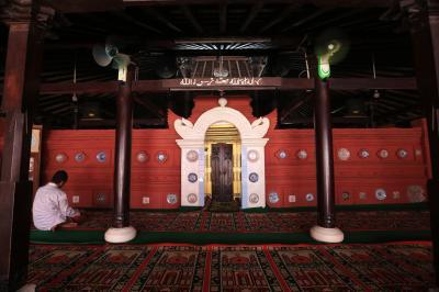 Jejak Ulama Baghdad di Masjid Merah Panjunan Cirebon