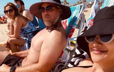 Hamil Tua, Intip Gaya Rahma Azhari Berjemur di Pantai Bareng Suami