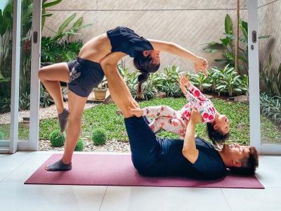 Chelsea Olivia Pamer Pose Yoga Favoritnya yang Bisa Atasi Sakit Punggung