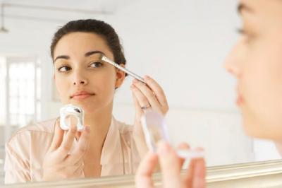 Tips Memilih Eyeshadow yang Tepat Berdasarkan Warna Kulit