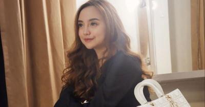 Salmafina Pamer Pose Bareng Pria Asing, Netizen Ramai