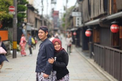Viral 3 Foto Prewedding Pasangan Berbusana Adat Jawa di Kyoto Jepang, Wow Keren
