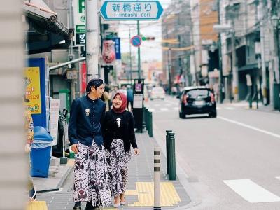 6 Fakta Foto Prewedding Busana Adat Jawa Tengah di Jepang yang Viral