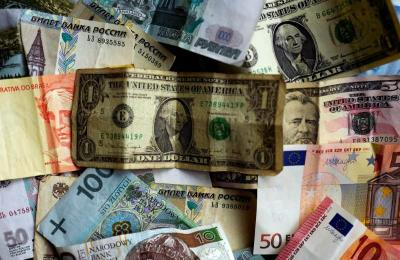 Dolar Ditutup Menguat saat Lonjakan Kasus Baru Covid-19 di AS