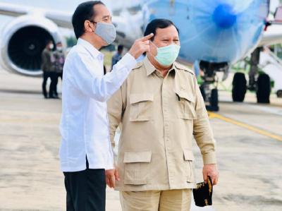 Gaya Penampilan Presiden Jokowi dan Menhan Prabowo saat Kunjungi Kalimantan