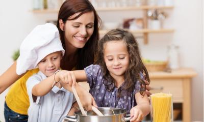 4 Kegiatan Seru Cegah Anak Rewel di Rumah Aja