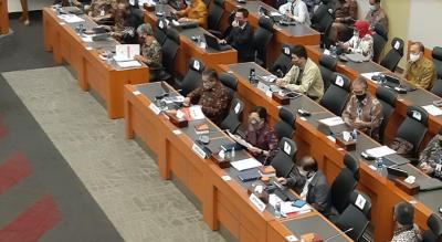 Sri Mulyani Pakai Face Shield saat Dengar Catatan DPR soal RAPBN 2021