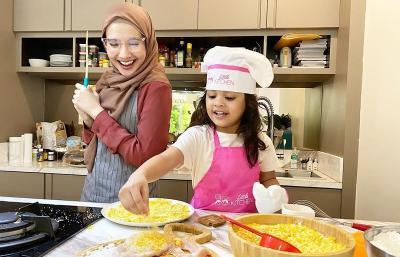 Deretan Foto Ini Membuktikan Putri Shireen 'Kembaran' Zaskia Sungkar