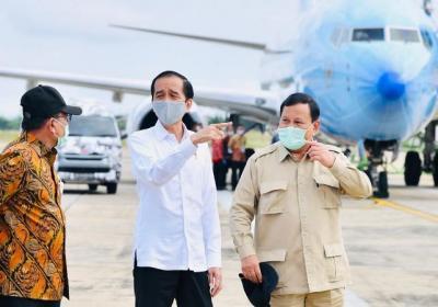 Momen Kebersamaan Jokowi-Prabowo Naik Helikopter Merah Putih Menuju Kapuas