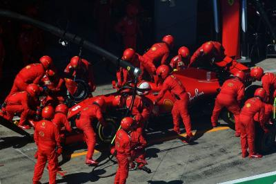 Raikkonen Ragu Hubungan Vettel dan Ferrari Memburuk