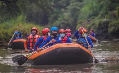 Wisata New Normal, Bima Arya Jajal Arung Jeram hingga Hiking Telusuri Sungai Ciliwung