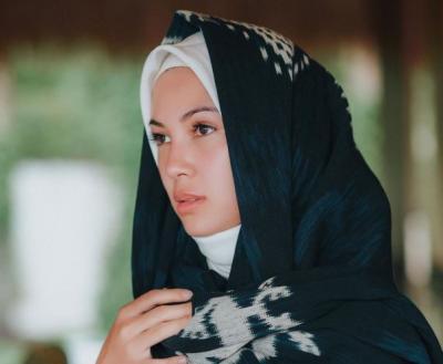 4 Inspirasi Tren Fashion Hijab Piyama Stylish ala Ratna Galih