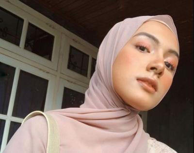 Inspirasi Gaya Harajuku Hijab Style ala Selebgram Bella Attamimi
