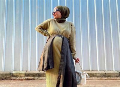 Inspirasi Outfit Bumil Hijab yang Hits ala Selebgram Nissa Chair