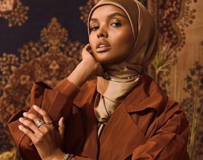 Glow in the Dark, Pesona Busana Top Model Hijabers Halima Aden