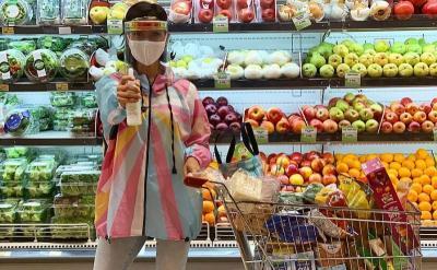 4 Padu Padan ke Supermarket di Era New Normal, Gak Selalu Harus Dekil Loh