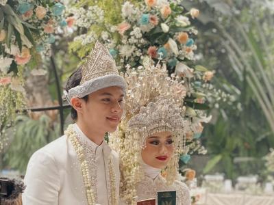 Potret Pernikahan Dinda Hauw dan Rey Mbayang, Adat Palembang Bernuansa Putih