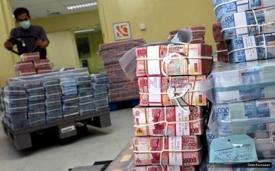 Tak Bertenaga, Rupiah Melemah 0,3% di Rp14.438 USD