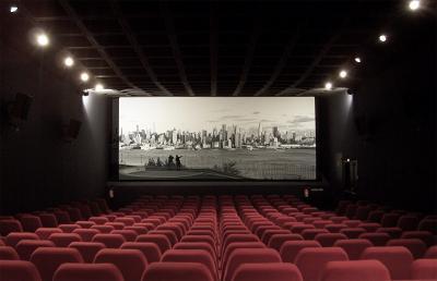 Social Distancing, Paris Buka Bioskop Terapung di Sungai Seine