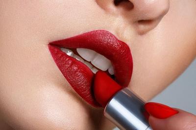 5 Tips Memilih Lipstik yang Cocok Sesuai Warna Kulit