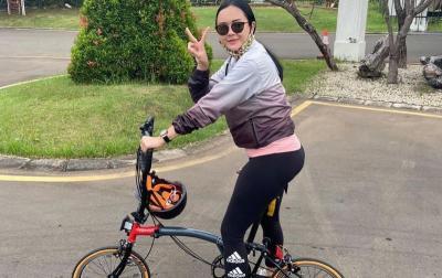 Gowes Keliling Ancol, Aura Kasih Pamer Sepeda Seharga Rp42 Juta