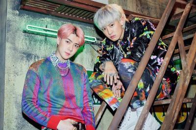 Sehari Jelang Comeback, EXO-SC Rilis Teaser Foto Bergaya 90an