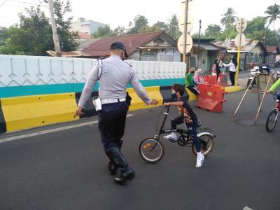 Pesepeda di Jakarta Ngaku Selalu Sedia Hand Sanitizer dan Masker