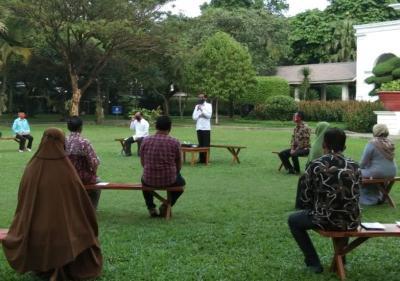 Bantuan Modal Kerja Rp2,4 Juta ke Pengusaha Kecil, Jokowi: Bisa Tambah Dagangan