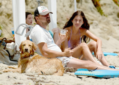 Lockdown Dilonggarkan, Leonardo DiCaprio Berjemur di Pantai Bareng Kekasih
