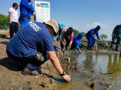MNC Peduli Ajak Warga Desa Binaan Bersih-bersih di Pantai Bungin Kabupaten Bekasi