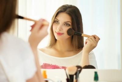 Beautypedia: Mengenal Blush On, si Kecil yang Bikin Pipimu Merona