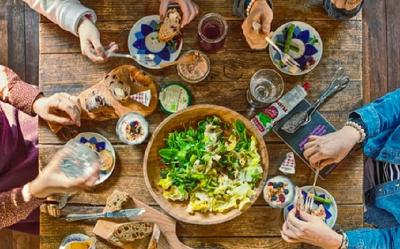 3 Alasan Mengapa Waktu Makan Sama Pentingnya dengan Makanan yang Anda Konsumsi