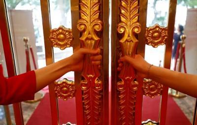 Begini Penampakan Hotel Berlapis Emas, Toilet hingga Gagang Pintunya Berkilau