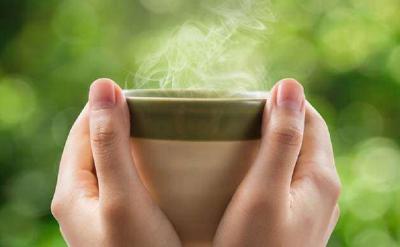 4 Manfaat Minum Air Hangat, Nomor 1 Mencegah Batuk Pilek