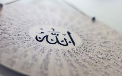 Kisah Wanita Masuk Islam karena Putranya yang Mantan Berandalan