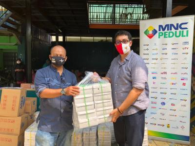 MNC Peduli Berdayakan UMKM Salurkan Bantuan Makanan ke Sekolah Master Depok