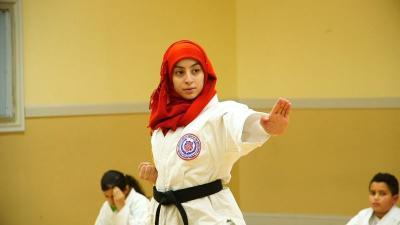 Aprar Hassan Jadi Muslimah Amerika Pertama yang Kenakan Hijab di Turnamen Nasional