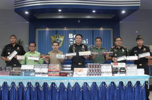 Bea Cukai Aceh Musnahkan Ratusan Ribu Batang Rokok Ilegal