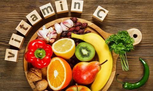 Vitamin D terkandung dalam beberapa makanan tetapi kebanyakan dibuat ketika kulit kita terkena sinar matahari.